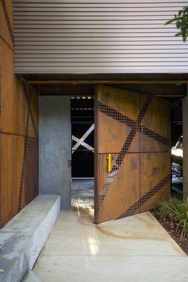 portão e paredes com revestimento aço corten  Foto Blue Ridge Apartments