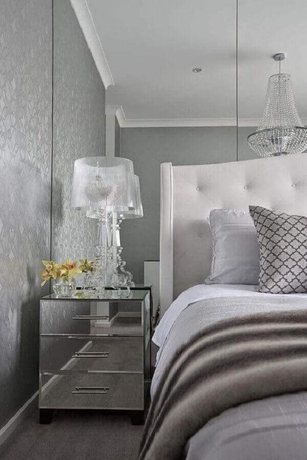 sofisticado abajur para quarto moderno decorado com criado mudo espelhado Foto Decorpad