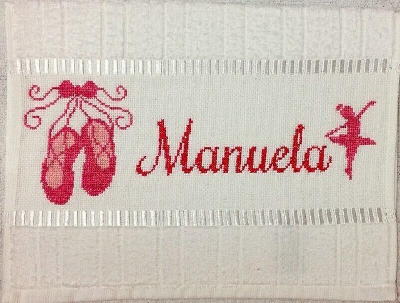 toalha bordada com nome e desenho de bailarina Foto Meu Bebezinho