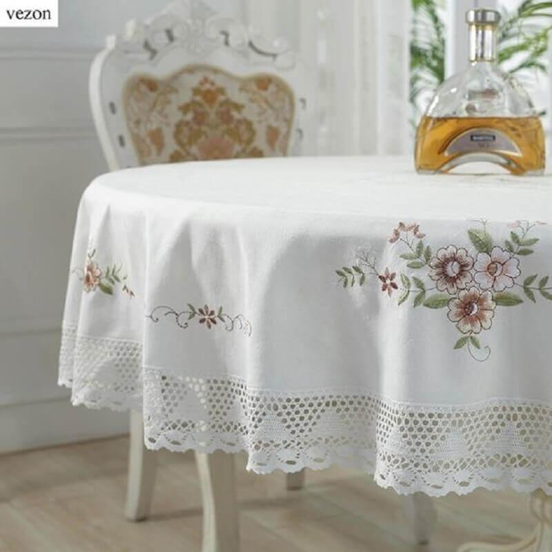 toalha de mesa bordada com barra de crochê Foto AliExpress