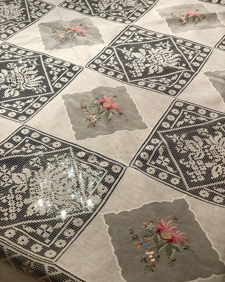 toalha de mesa bordada com renda Foto Toalhas Antigas