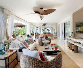 Ambiente integrado com móveis aconchegantes e ventilador de teto. Fonte: Quitete & Faria