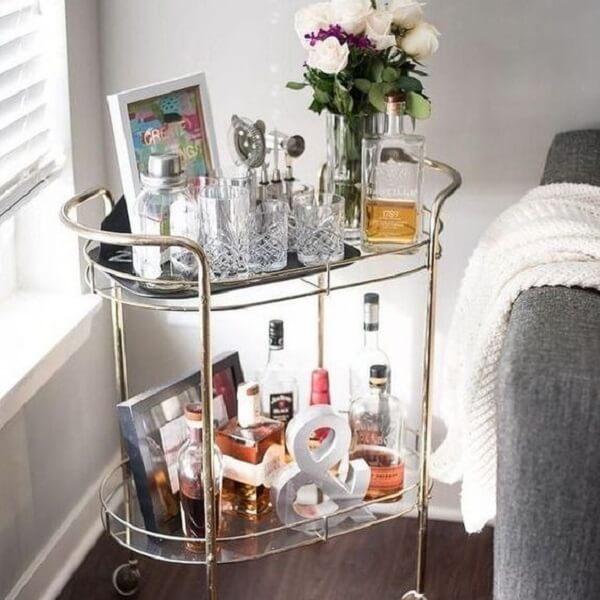 Aproveite cada cantinho da casa incluindo um carrinho bar