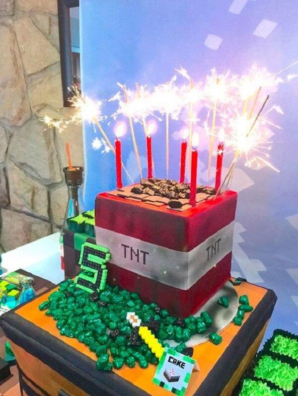 Bolo bomba com tema festa minecraft