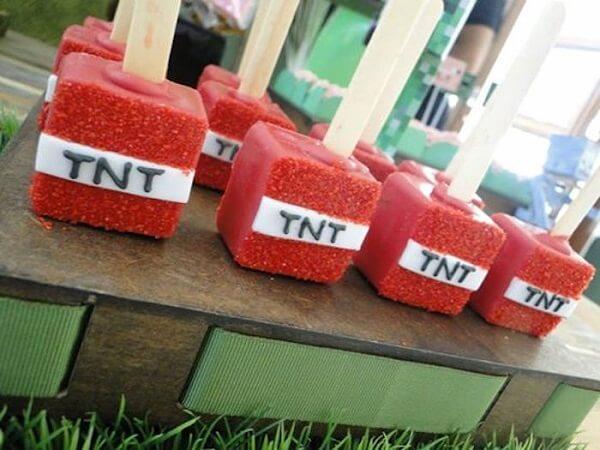 Cakepops com decoração de festa minecraft