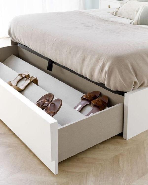 Cama com gavetas ajudam a organizar calçados. Fonte: Pinterest