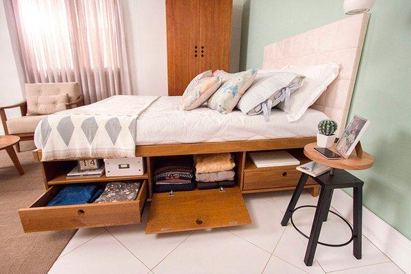Cama com gavetas - quarto com cama de casal com portinholas e gavetas