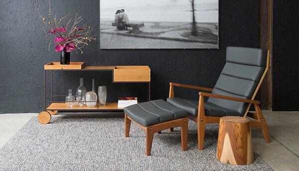 Carrinho bar com design contemporâneo feito de madeira