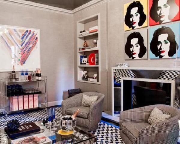 Carrinho bar com design de acrílico encanta a decoração da sala de estar