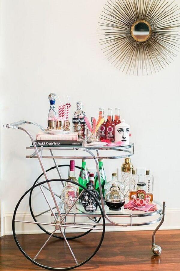 Carrinho bar com estilo vintage para decoração da casa