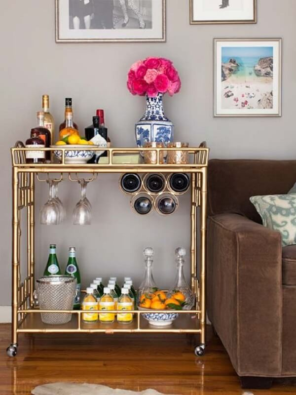 Carrinho bar com suporte para taças e garrafas de vinho