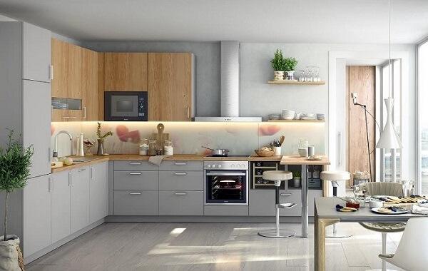 cozinha em l em tons de cinza e madeira