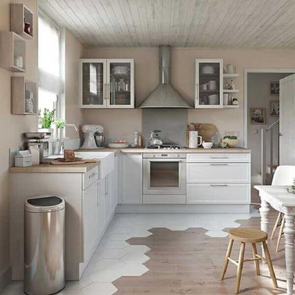 cozinha em l em tons sóbrios