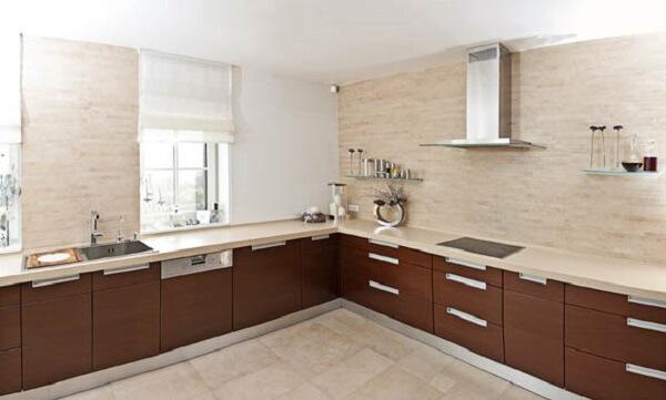 Cozinha em l planejada para ambientes amplos