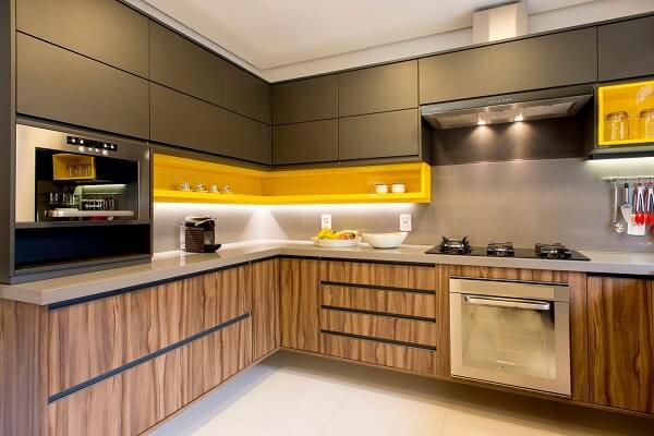 Modelo de cozinha planejada em l