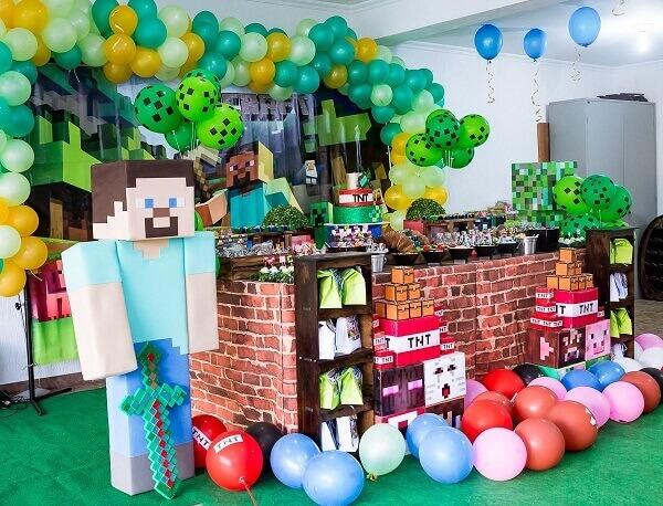 Decoração de festa minecraft com bexigas