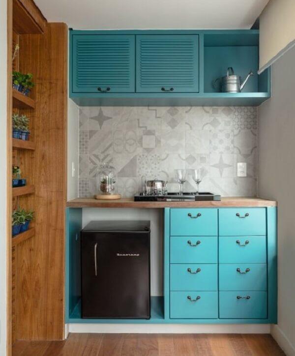 Decore espaços reduzidos incluindo no projeto uma mini geladeira na cor