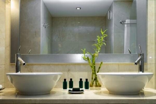 Decore o banheiro com bambu da sorte