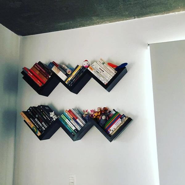 Dupla de prateleira para livros na cor preta