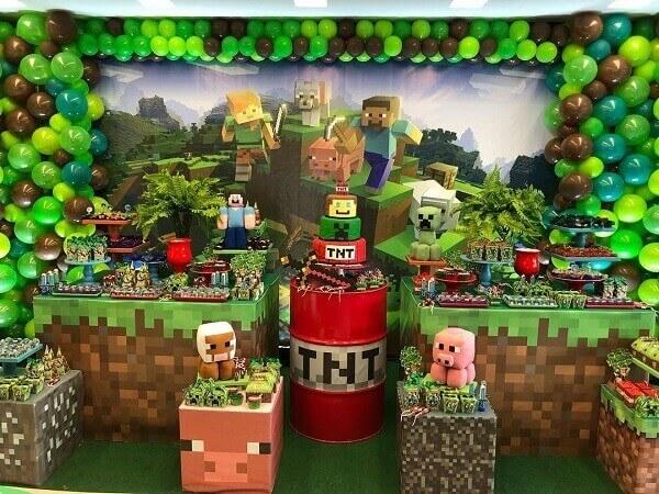 Decoração de mesa com tema festa minecraft