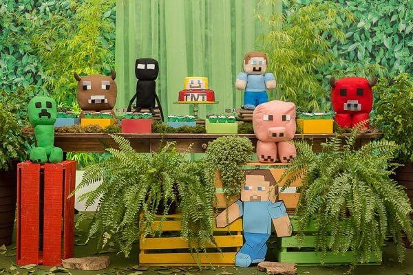Festa minecraft com personagens em pelúcia