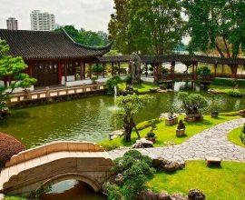 Jardim Japonês com lago e ponte