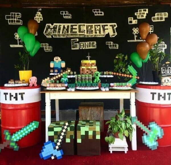 Mesa decorada com o tema festa minecraft
