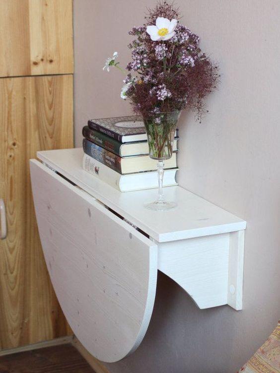 Mesa dobrável no quarto pequeno