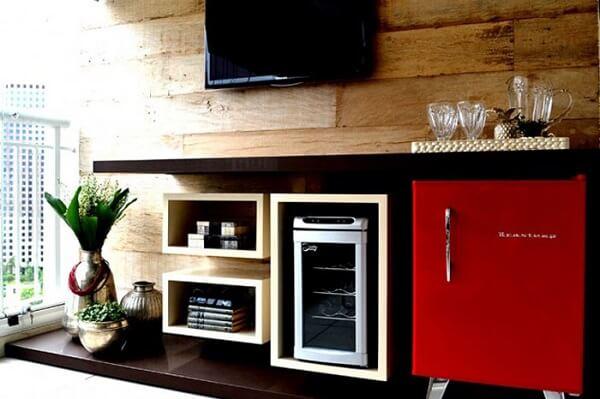 Mini geladeira complementa a decoração do ambiente