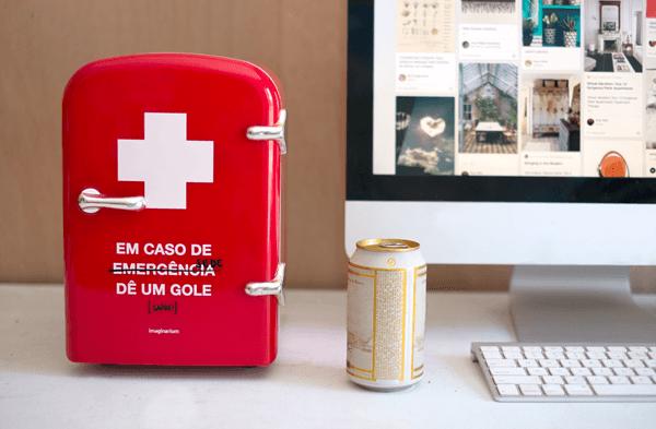 Mini geladeira portátil com design criativo