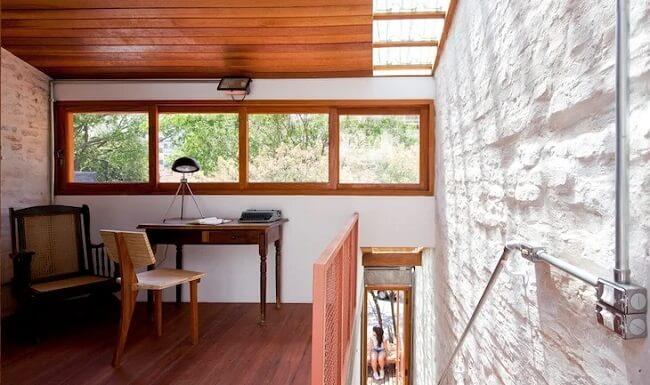Os tipos de telhas de vidro trazem leveza e facilitam a entrada de luz natural no ambiente. Fonte: Zoom Arquitetura