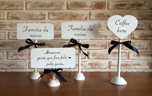 Plaquinhas criativas para decoração das mesas dos convidados