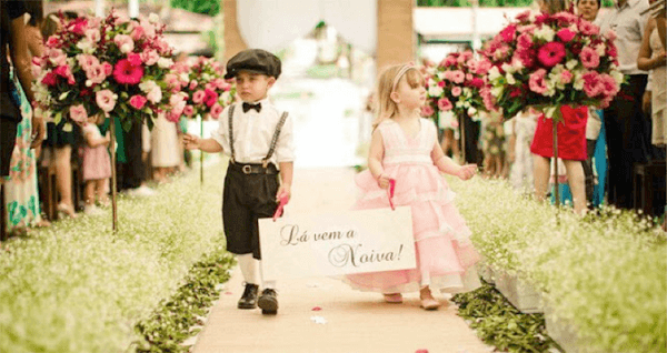 """Wedding plaques with the phrase """"Here comes the bride"""""""