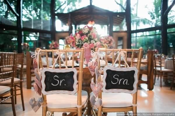 Plaquinhas de casamento simples para a cadeira dos noivos