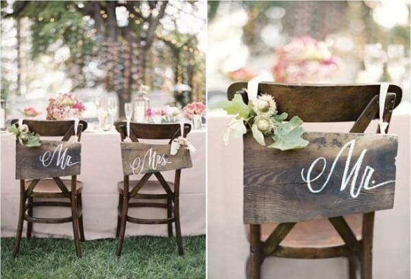 Plaquinhas para cadeira dos noivos com estilo rústico