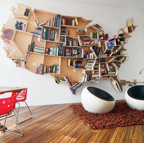 Prateleira para livros com design de mapa mundi