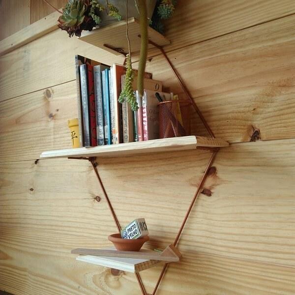 Prateleira para livros com design delicado