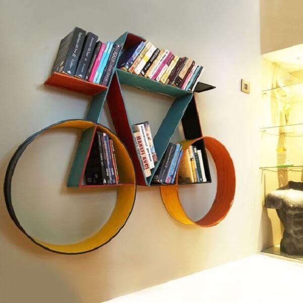 Prateleira para livros com design criativo em formato de bicicleta