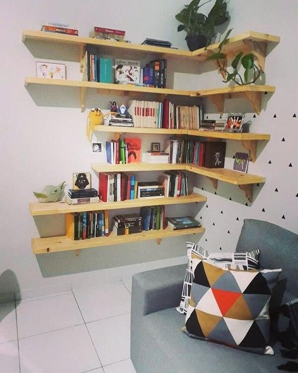 Prateleira para livros com formato em l