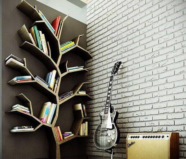 Prateleira para livros com formato de árvore