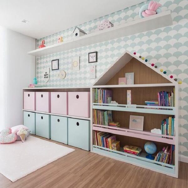 """Prateleira para livros infantil com design criativo em forma de """"casinha"""""""