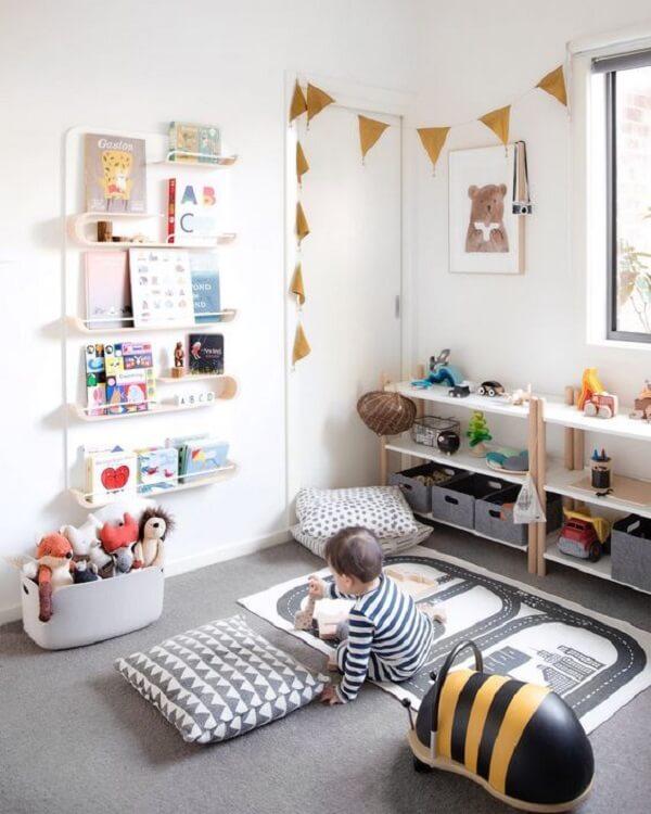 Prateleira para livros infantil seguindo o conceito Montessori