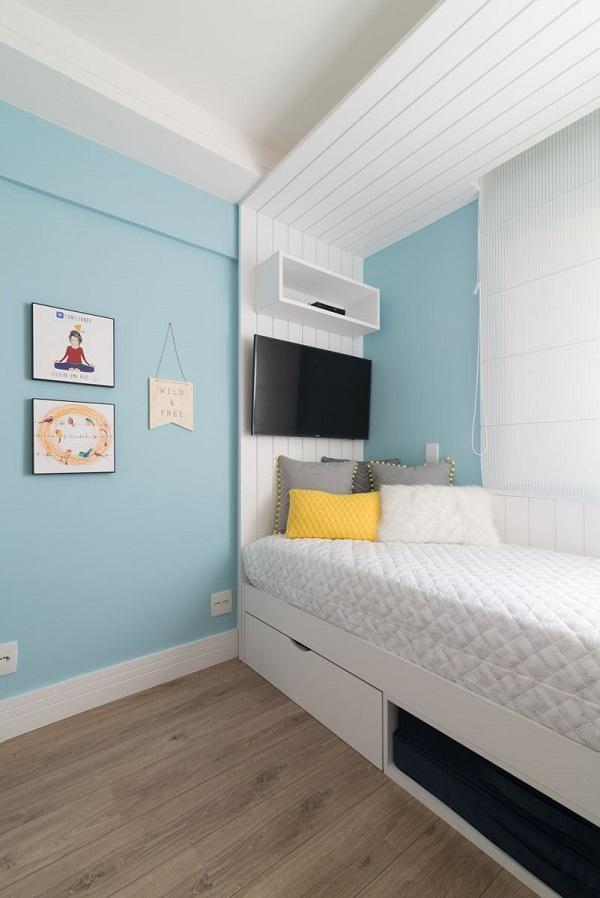 Projeto de dormitório com piso vinílico e cama com gaveta. Fonte: Danyela Corrêa
