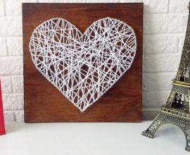 Quadro com pregos formando a imagem de um coração. Fonte: Elo7