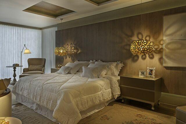 Quarto de casal moderno - quarto com luminárias redondas