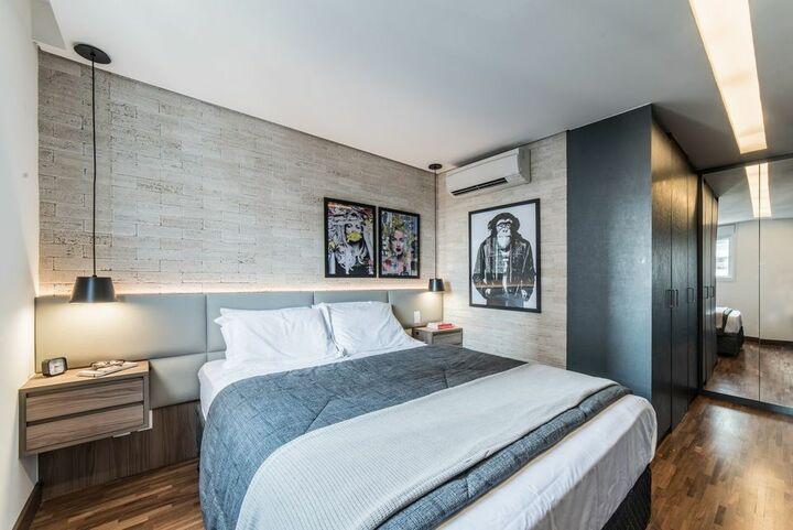 Quarto de casal moderno - quarto com móveis suspensos e quadros modernos