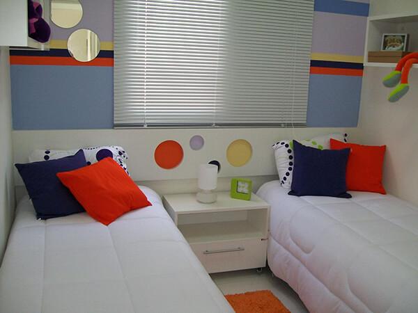 Quarto infantil planejado e duas camas