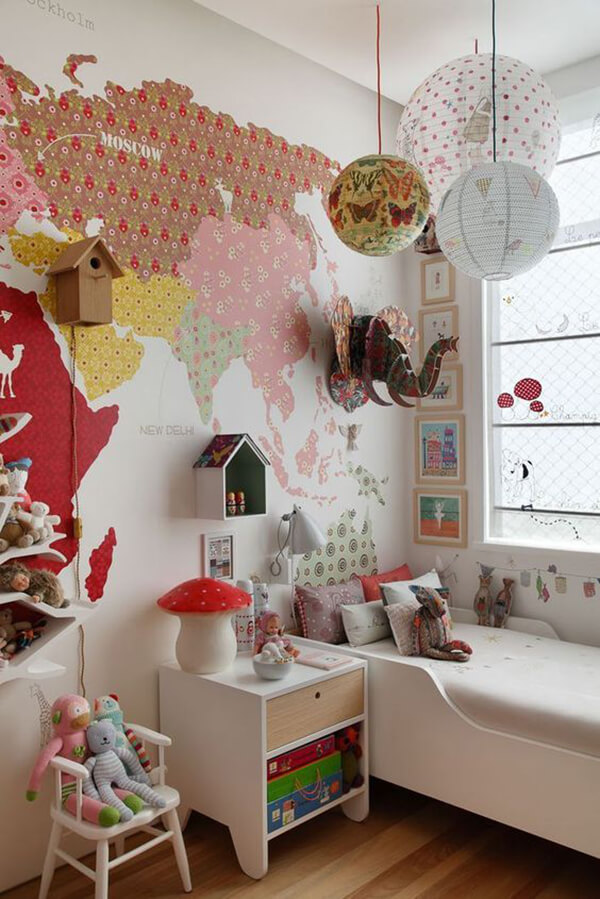 Quarto infantil planejado e gigantografia rosa