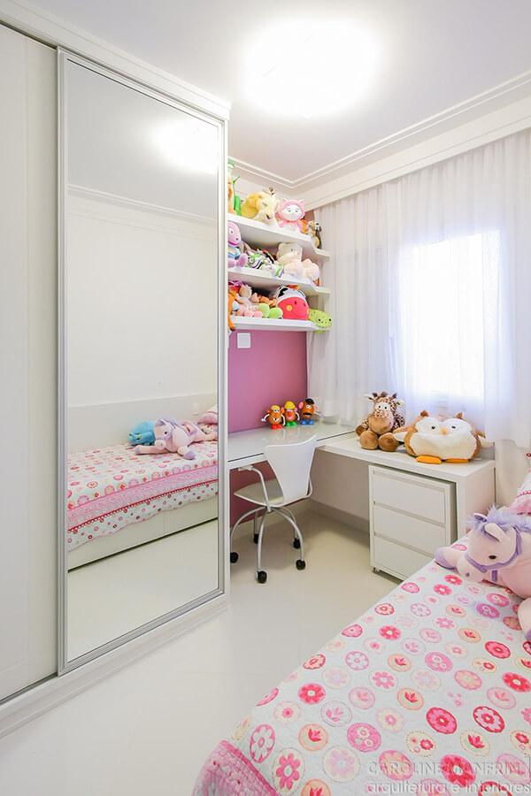 Quarto infantil planejado na cor branca para menina