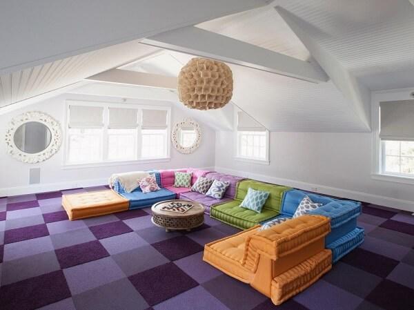 Traga vida ao ambiente incluindo cores vibrantes nos móveis do sótão